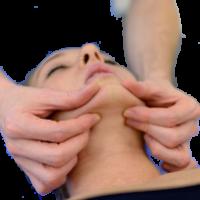 che, attraverso varie tecniche di massaggio, risolve contratture della muscolatura masticatoria mimica e cervicale e disattiva eventuali zone grilletto o trigger points, che sono particolari disturbi della muscolatura che danno origine al dolore.
